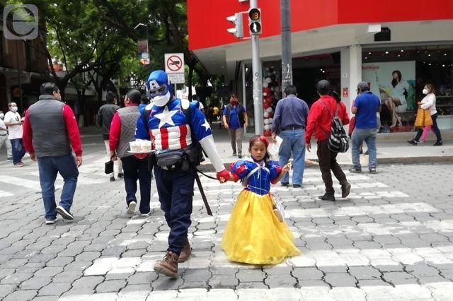 La pandemia los obligó a trabajar en las calles de Tehuacán
