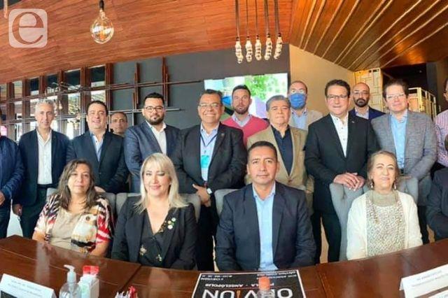 Acuerdan cooperación Tlatehui y constructores