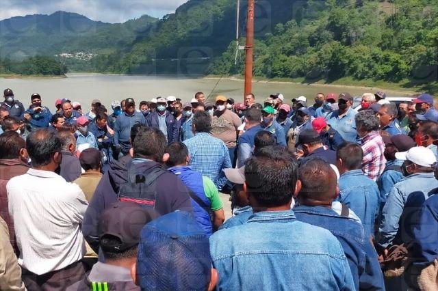 Protestan miembros del SME por despidos en generadora Fénix