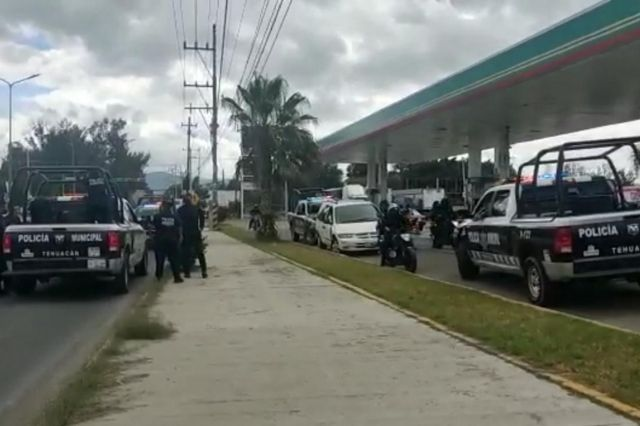 Aseguran a dos mujeres con camionetas robada en Tehuacán