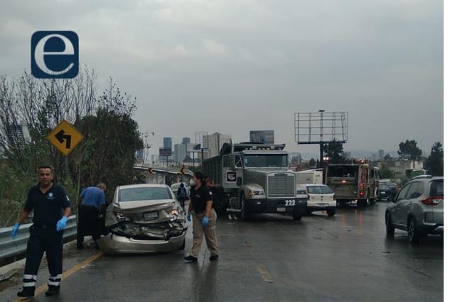 Por lluvia, carambola de 28 autos en el Periférico Ecológico