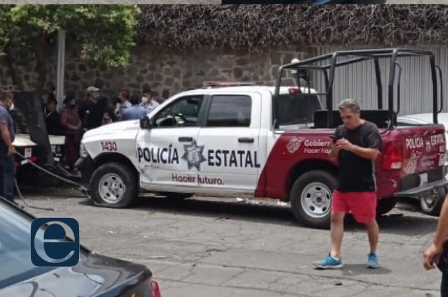 Patrulla ignora banderola y choca en colonia Azcárate