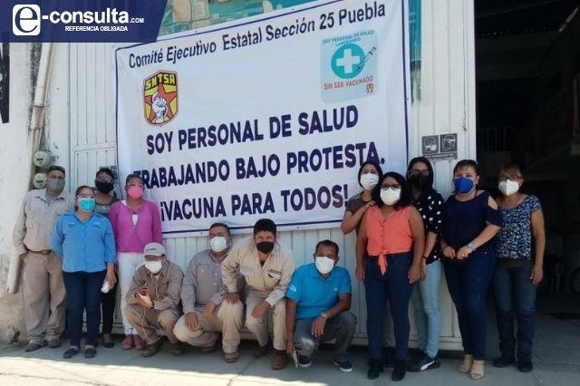 Se manifiestan en Acatlán por falta de vacunas para el sector salud