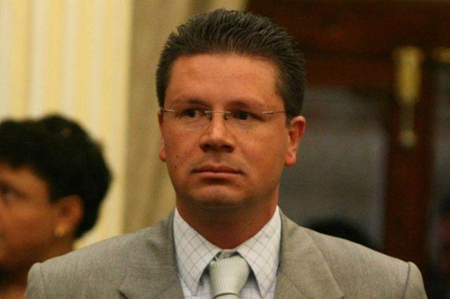 Lorenzini culpa a contrincantes por revivir denuncias en su contra