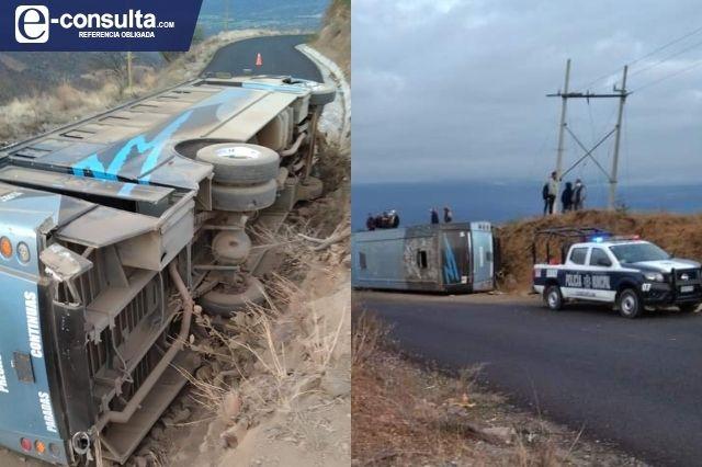 Se vuelca autobús que viajaba a Tehuacán, hay 13 heridos
