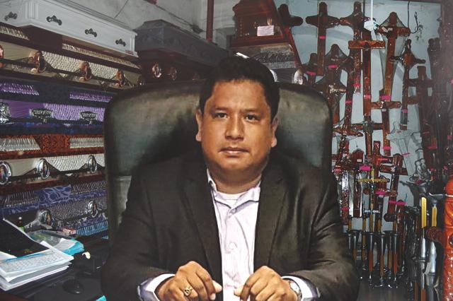 Javier Rodríguez, el regidor de Izúcar que vive de la muerte