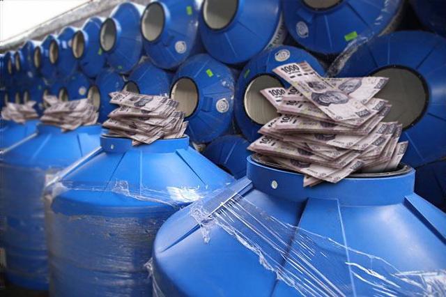 Acusan a Sedeso de comprar tinacos azules a sobreprecio
