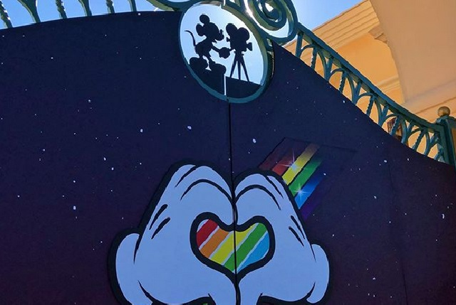 Disneyland París celebra el primer desfile Magical Pride