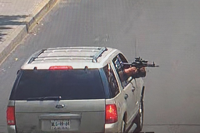 Captan disparos desde camioneta a transeúnte en CDMX