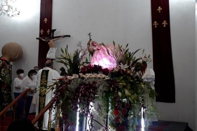 Feligreses acompañan a la Divina Infantita en su día
