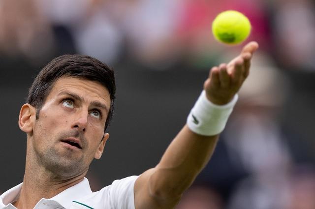 Djokovic avanza sin problemas en torneo de Wimbledon