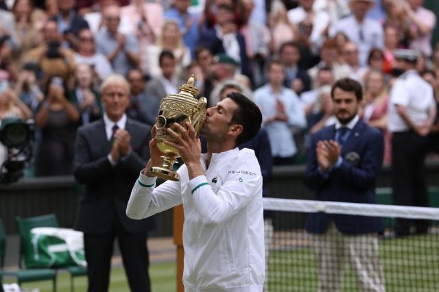 Djokovic no suelta la cima y se corona en Wimbledon