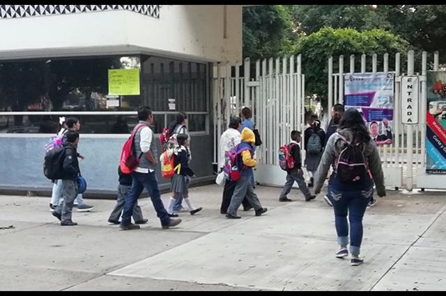 Regresan a clases en Puebla entre daños del 19S y protestas