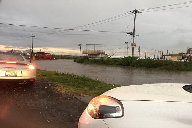 Lluvia causa inundaciones en zona conurbada de Puebla