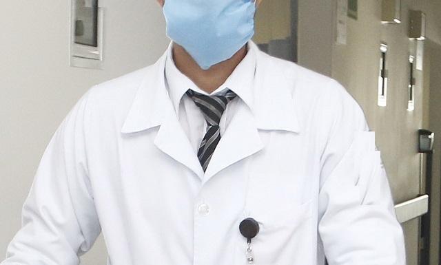 ¿Venganza? Exhiben a doctor en videos íntimos teniendo sexo