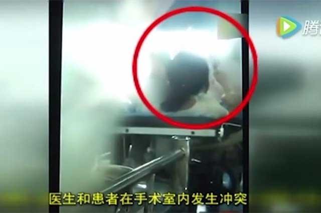 Indigna video de doctora que golpea a paciente durante operación