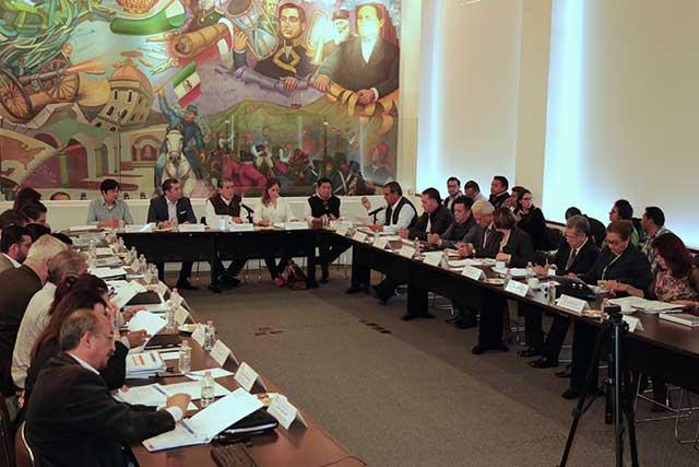 Puebla entrega documentación para recursos del Fonden