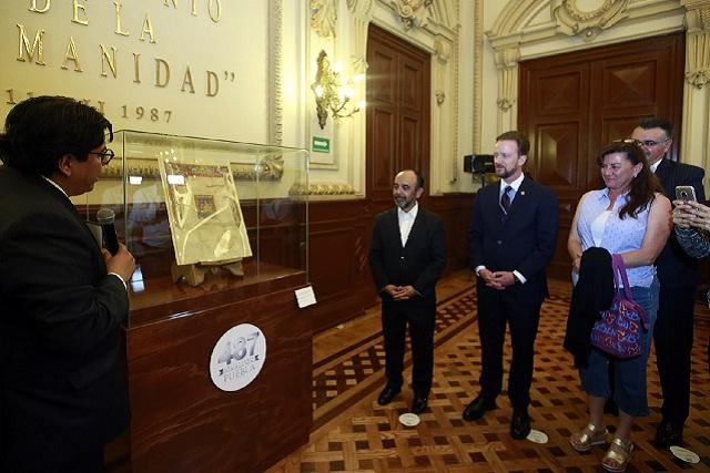 Exhiben documentos originales del Escudo de Armas de Puebla