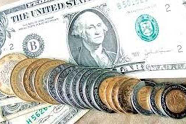 Continúa la escalada del dólar y se vende en 18.20 pesos