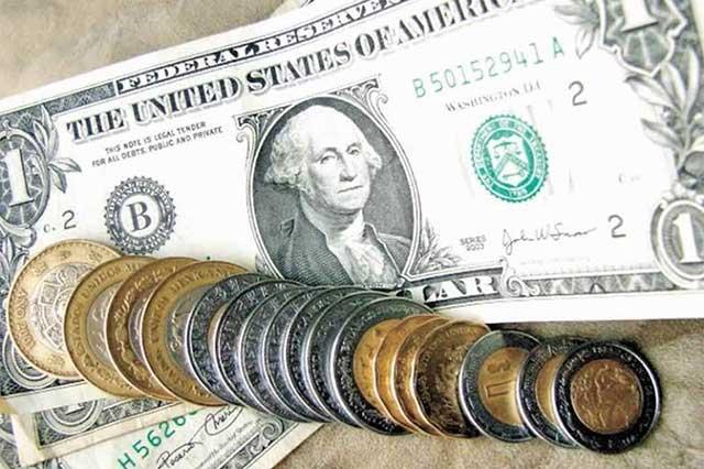 El dólar abre la jornada cambiaria a la alza y se vende en 18.90 pesos