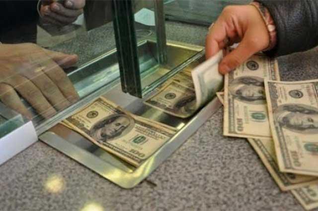 El dólar promedia los 17.77, pero se vende hasta en 18.40 pesos en el DF