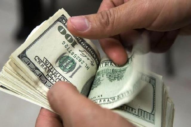 El dólar le gana 5 centavos más al peso y se vende en 18.80