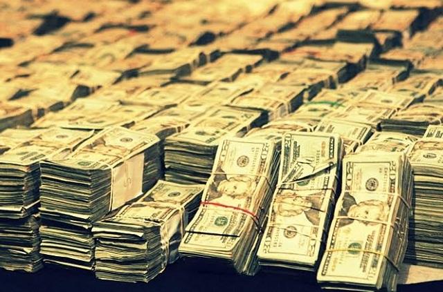 El dólar le gana 15 centavos más al peso y se vende en 18.95