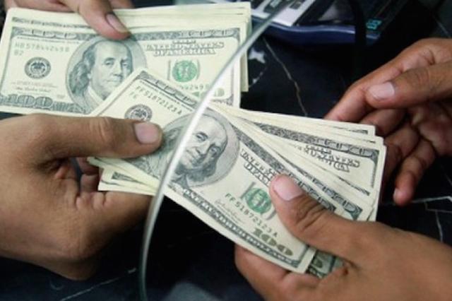 El dólar continúa su escalada contra el peso y se vende hasta en 19.85