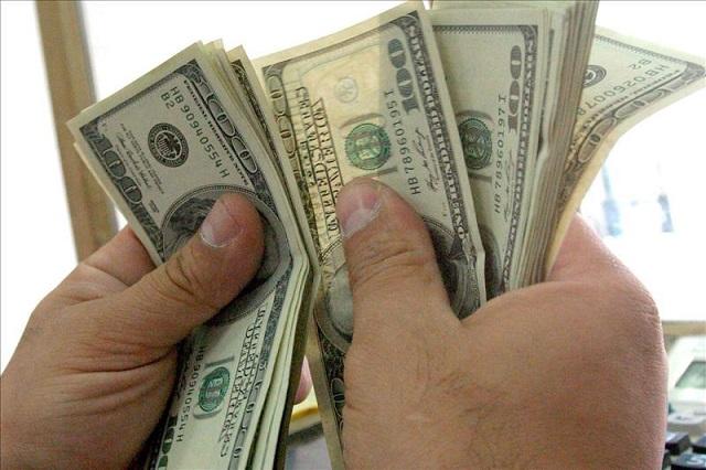 El peso recupera 14 centavos y el dólar cierra la jornada cambiaría en 19.69