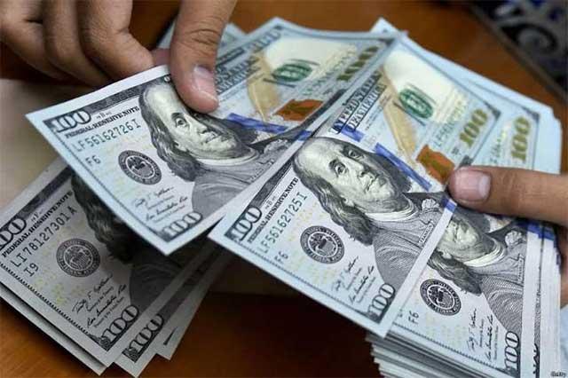 Baja el dólar 25 centavos y se vende en 20.75 pesos