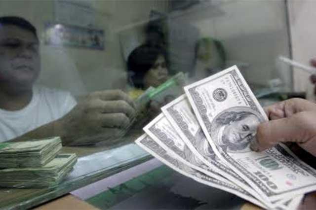 Abre el dólar la jornada cambiaria en 19.96 pesos