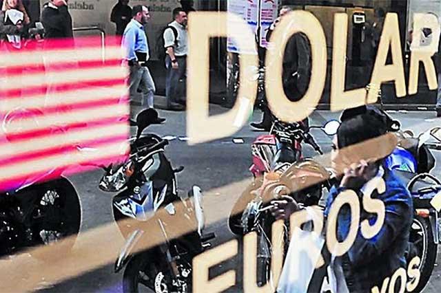 Aumenta el precio del dólar y a media mañana ya se vende en 20.75 pesos