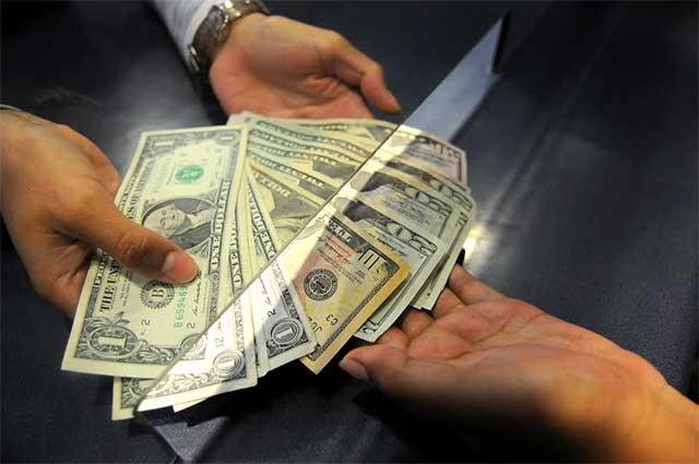 El dólar se vende en promedio en 20.81 pesos