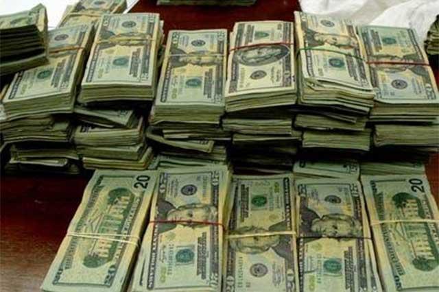 El dólar se vendió hasta en 17.90 pesos en casas de cambio del DF