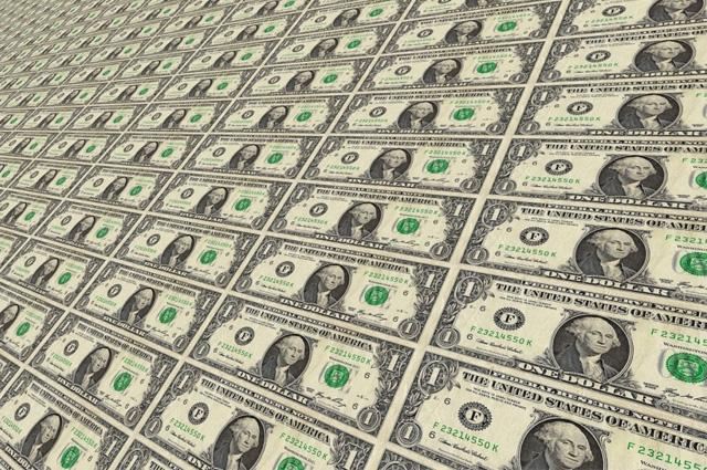 Dólar cierra en 19.93 pesos tras anuncio de política monetaria del Banxico