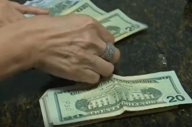 El dólar alcanza un máximo histórico de 22.60 y hunde al peso