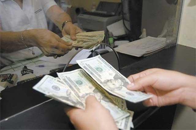 Se vende el dólar en promedio en 19.65 pesos