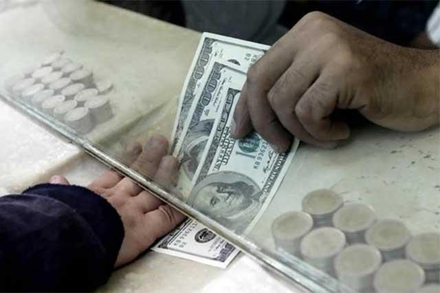 Tras toma de posesión de Trump, el dólar baja y se vende en 21.95