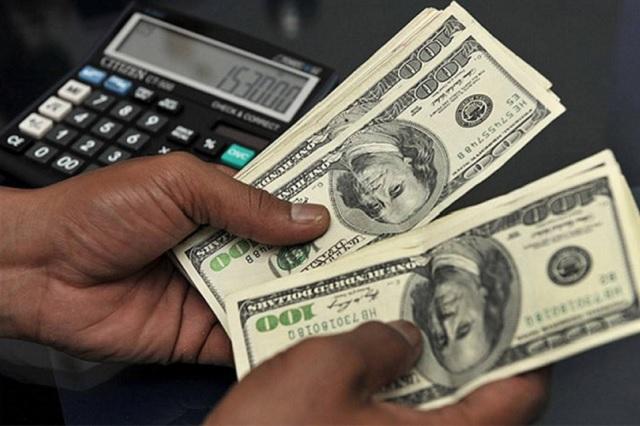 El dólar se vende en promedio en 19.05 pesos en casas de cambio