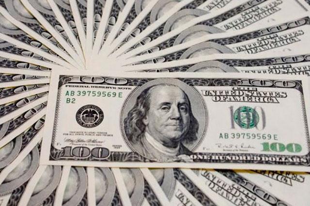 El dólar se vende en 19.18 y continúa hundiendo al peso