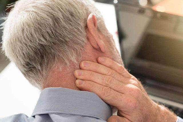 ¿Te duele el cuello? Una mala postura frente a la PC podría ser la causa