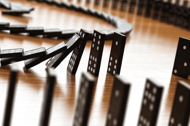 Mosca tira ficha de dominó y frustra récord mundial