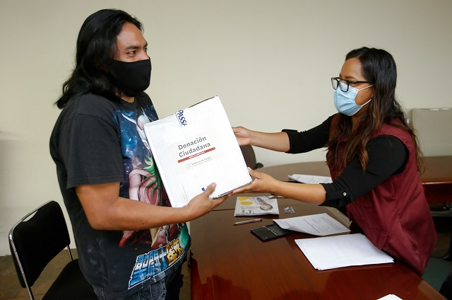 Artistas poblanos reciben despensas del DIF estatal