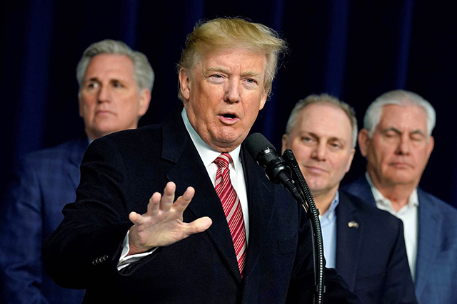 Trump critica al FBI por no haber investigado al atacante de Florida