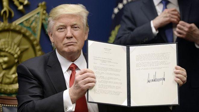 Especulan en Los Ángeles Times que Trump tiene vínculos con bancos rusos