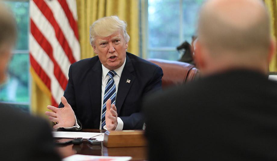 Donald Trump asegura que su gobierno se encuentra bajo asedio