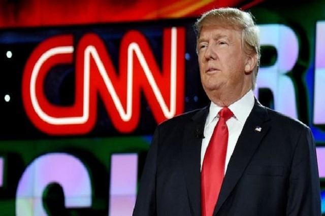 Donald Trump arremete contra dos periodistas por criticarlo