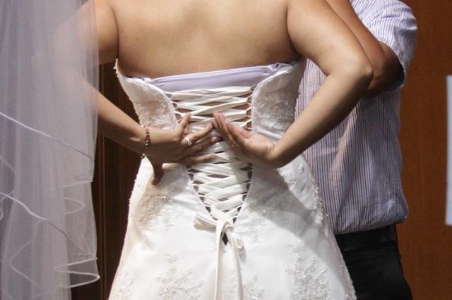 Ofrecen vestido de novia a poblana que perdió el suyo en autobús AU