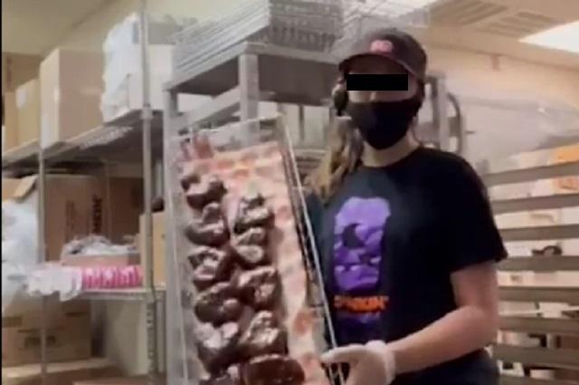 Video muestra como en Dunkin Donuts tiran donas que sobran