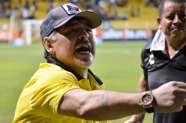 Video: el sexy baile de Maradona tras ganarle a Leones Negros